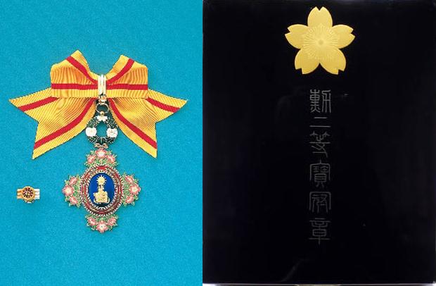 勲一等宝冠章(大綬章)と勲二等宝冠章(牡丹章)の買取価格